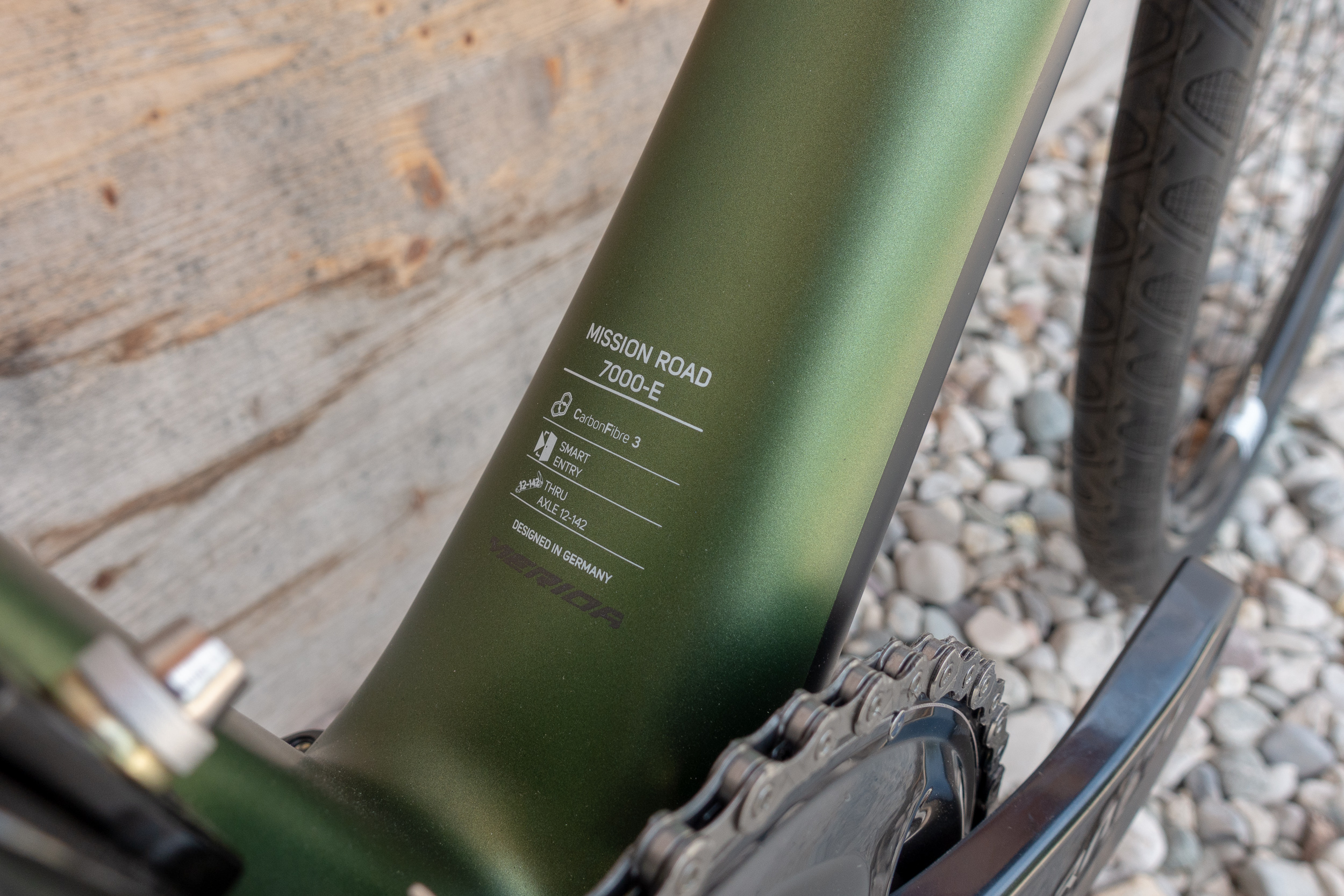 Carbonrahmen mit BB86 Pressfit Tretlager und einer 12x142 mm Steckachse hinten