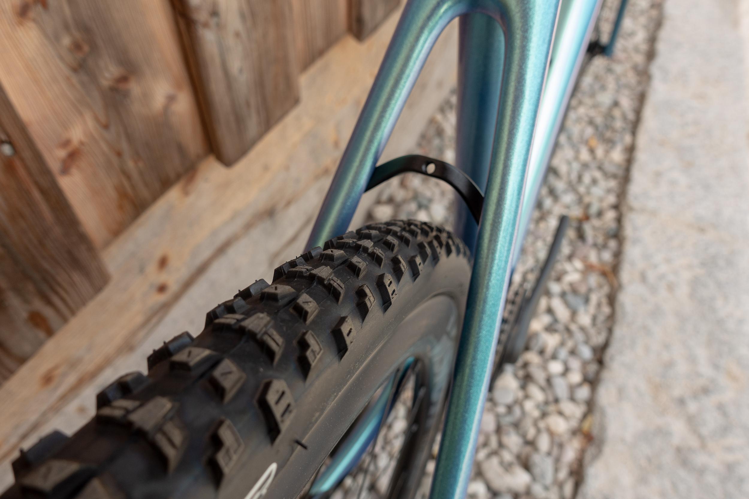 Maximale Reifenfreiheit von 42 mm vorne und hinten
