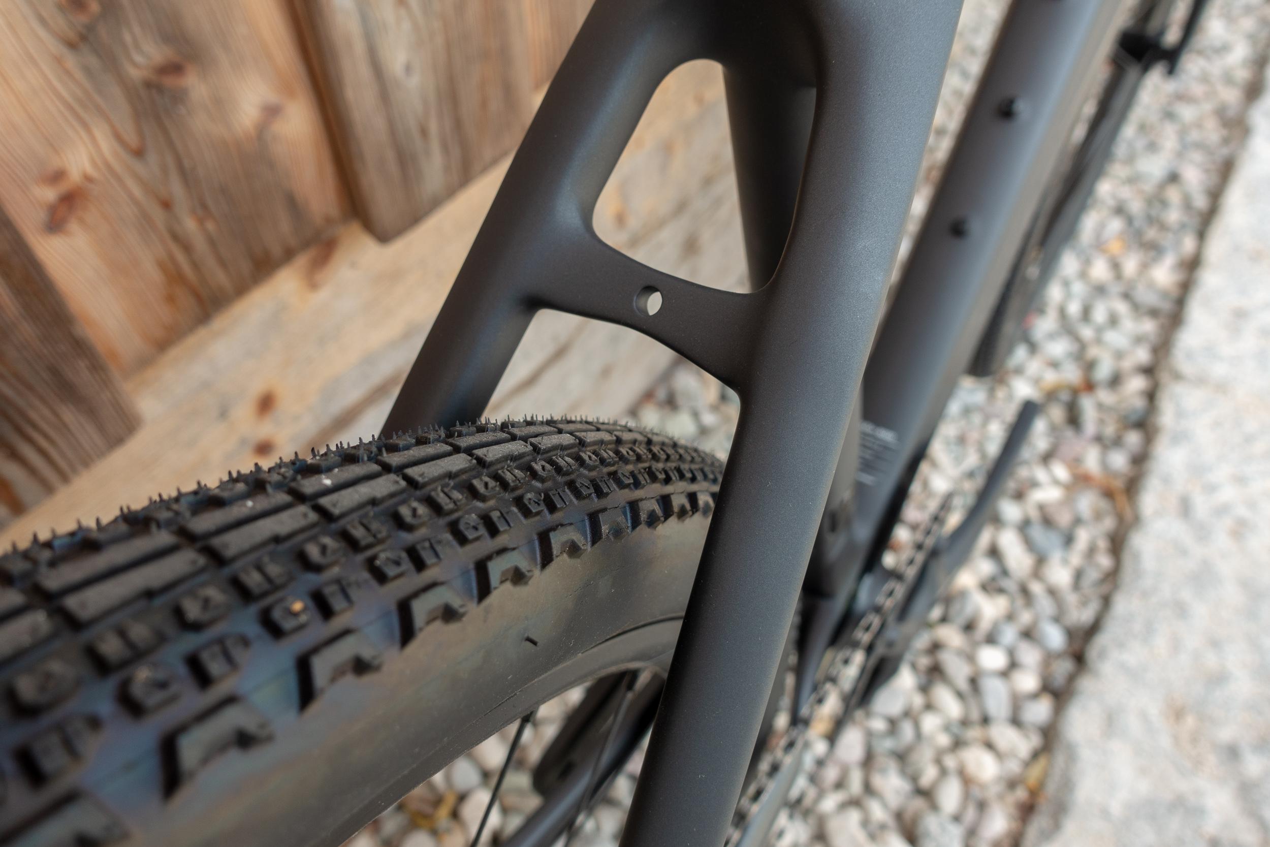 Trotz der breiten 650b Reifen in 45C bleibt viel Reifenfreiheit