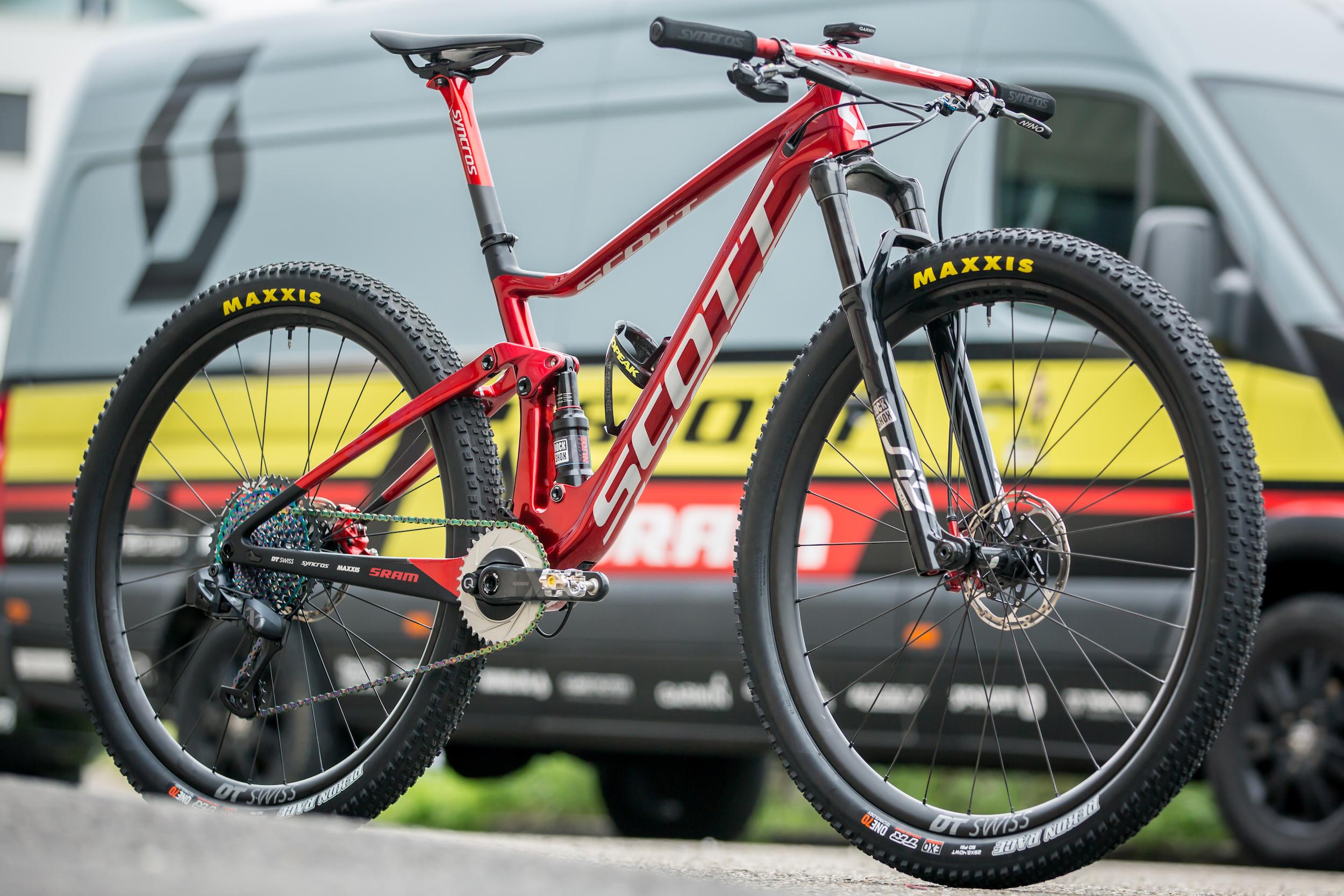 Auch wenn auf den Bildern ein Komplettrad zu sehen ist - verkauft wird die Schurter-Replika als Rahmenset samt Lenker, Vorbau, Sattelstütze, Gabel, Kurbel und Bremse. Das Foto zeigt das echte Weltmeister-Bike.