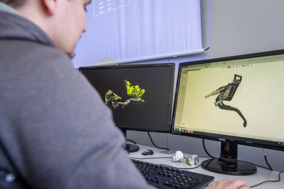 Digitale Entwicklung: Simulation und Bewegungsanalyse am Computer mittels Solid Works.