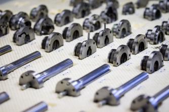 Um die Anzahl der Werkzeuge etwas zu begrenzen, werden hierfür viele Wechseleinsätze verwendet.