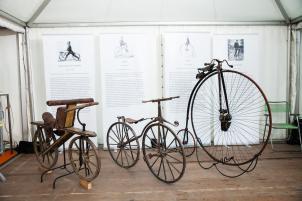Fahrrad (1817: Laufmaschine von Karl Drais) schien der