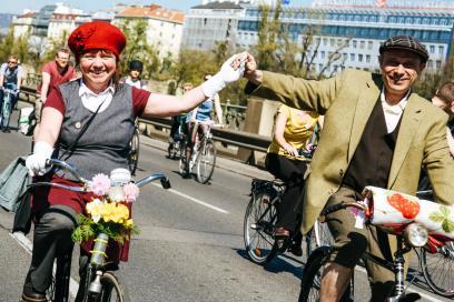 Anlässlich des 200. Geburtstag des Rades waren historische Velos und ebensolche Outfits ...