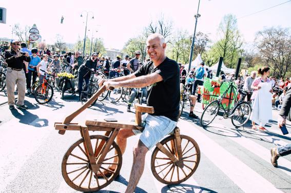 Am Vorläufer des modernen Fahrrads musste auch Christoph Chorherr Probesitzen.