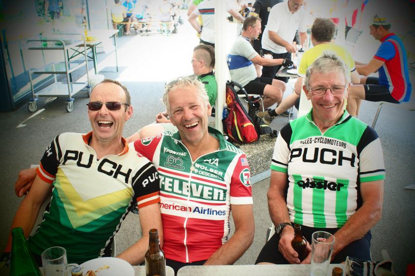 Zadi hatte übrigens mehrere Originale mit: Das Trikot (und Rad!), mit dem er 1989 den Weltcup in San Sebastian gewann
