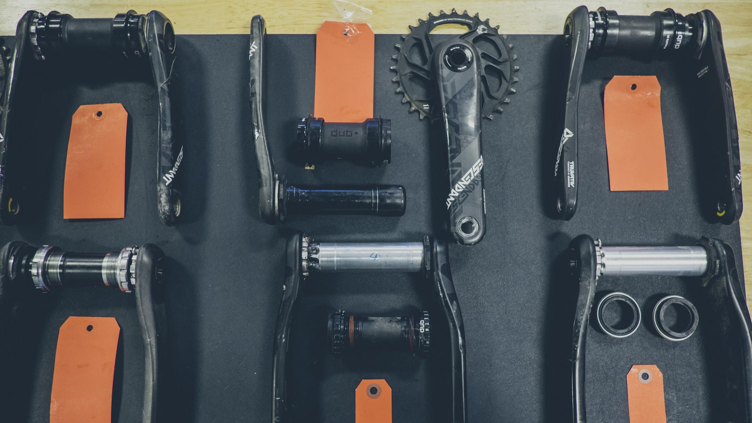 DUB Kurbeln mit 28,9 mm Achse passen in sämtliche DUB Lagerschalen. Diese sind für alle gängigen Rahmenstandards erhältlich.