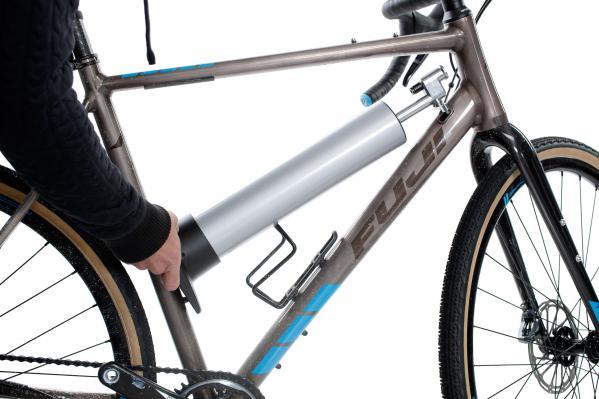 ... oder komfortabel mit dem entsprechenden Halter am Fahrradrahmen befestigt werden.