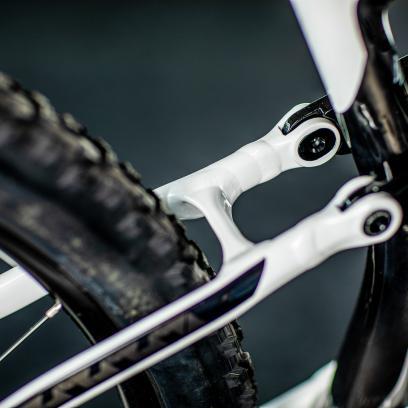 """Optimiert für 1x32/34T, minimierter Pedalrückschlag, Reifen-Freigang für 2.35"""" auf Felgen mit 30 mm innen."""