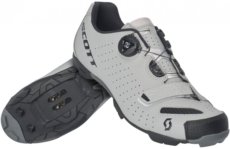 Grundsätzlich eng mit seinem Rennrad-Pendant verwandt, bietet die MTB-Version zusätzlich zum herausnehmbaren Ergo-Logic Fußbett, der Sohle und dem Verschlusssystem auch eine robuste und geländetaugliche Laufsohle. Sticki Race Rubber soll dort für optimale Traktion auf Wurzeln, Felsen und Geröll garantieren. Damit wird der Schuh auch für den Gravel- und Cross-Einsatz interessant. Gewicht: 380 g (US 8.5), Preis:€ 129,95