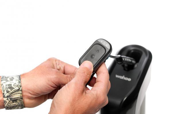 Die Fernbedienung wird zum Koppeln, zum Lock/Unlock und zur manuellen Steuerung benötigt.