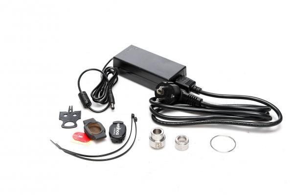 Wahoo RPM Cadence Sensor, Netzadapter für 110/220V, Scheibenbremsen-Transportsicherung, Spacer für 10-fach Kassetten und Steckachsen-Adapter