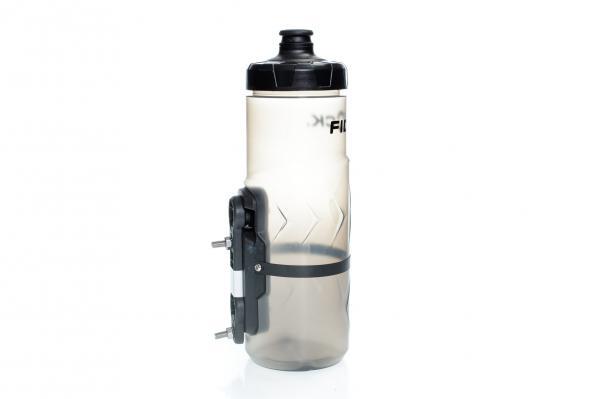 Die größere 600 ml Flasche besitzt das Gravity Kit.