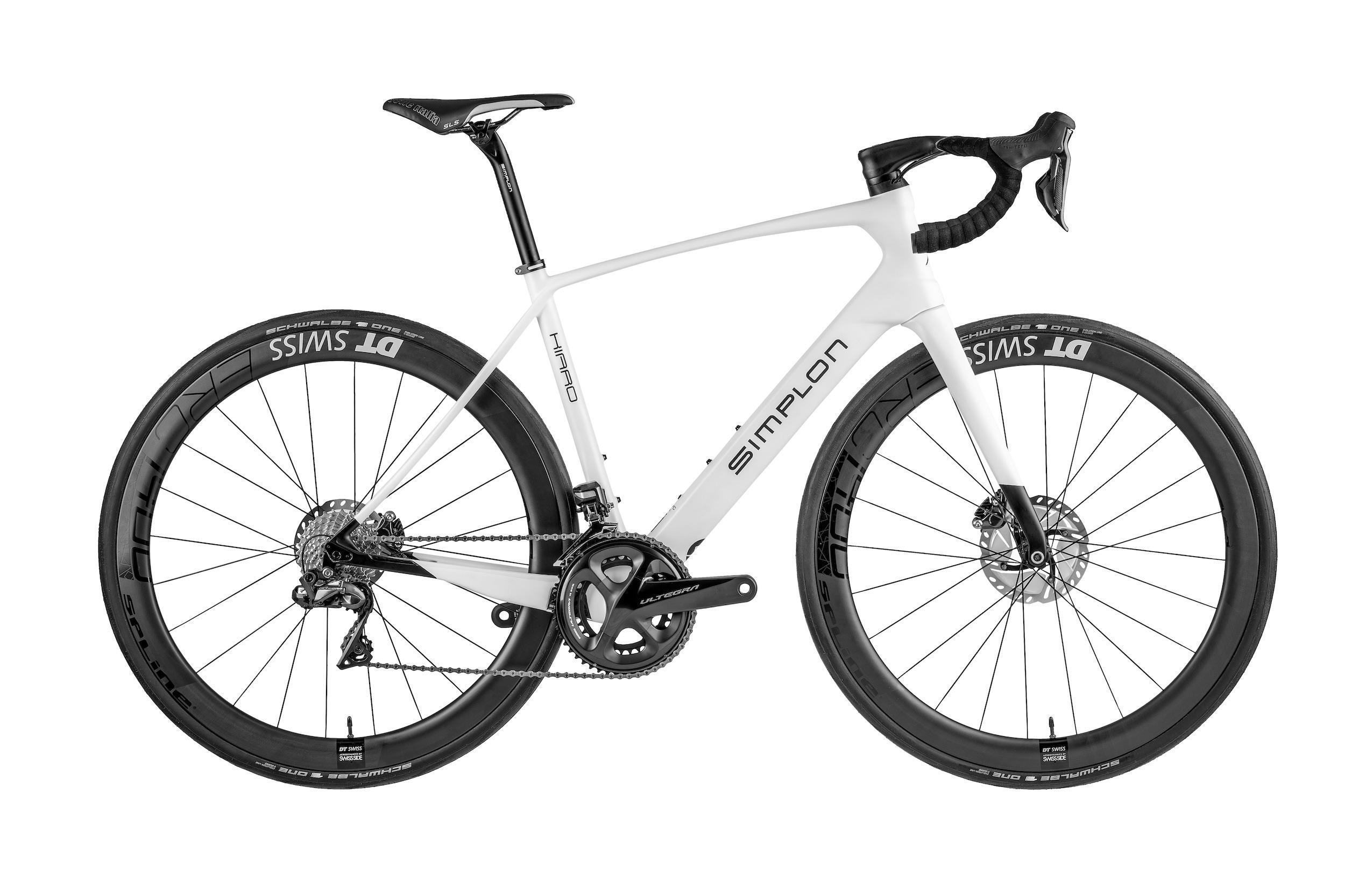 Pearl White Glossy ab ? 2.899,-. Das Gewicht liegt je nach Ausstattung zwischen 7,4 und 8,04 kg.