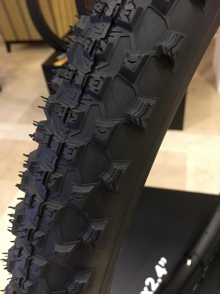 Gut zu sehen - am Scorpion M, S & R sind die Stollen mit einem zusätzlichen Skelett verbunden.