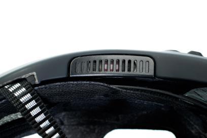 Integrierte Lautsprecher sorgen für gute Audio-Qualität, ohne von wichtigen Umgebungsgeräuschen abzukapseln.