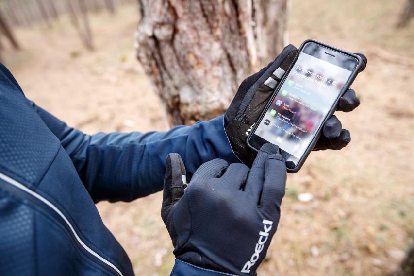Per kleinem Finger und Ringfinger funktioniert der Touchscreen jedoch einwandfrei.