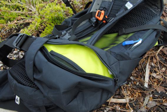 Im Hüftgurt eingearbeitet: Eine kleine Tasche je Seite.