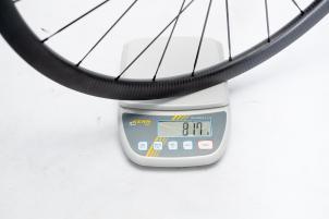Hinterrad ohne Reifen: 817 g