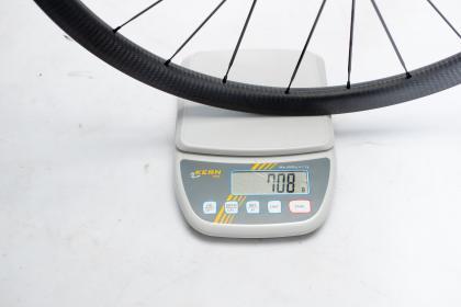 Vorderrad ohne Reifen: 708 g