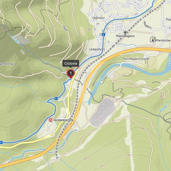 Nach der Grenze beginnt der Radweg Richtung Tarvis.