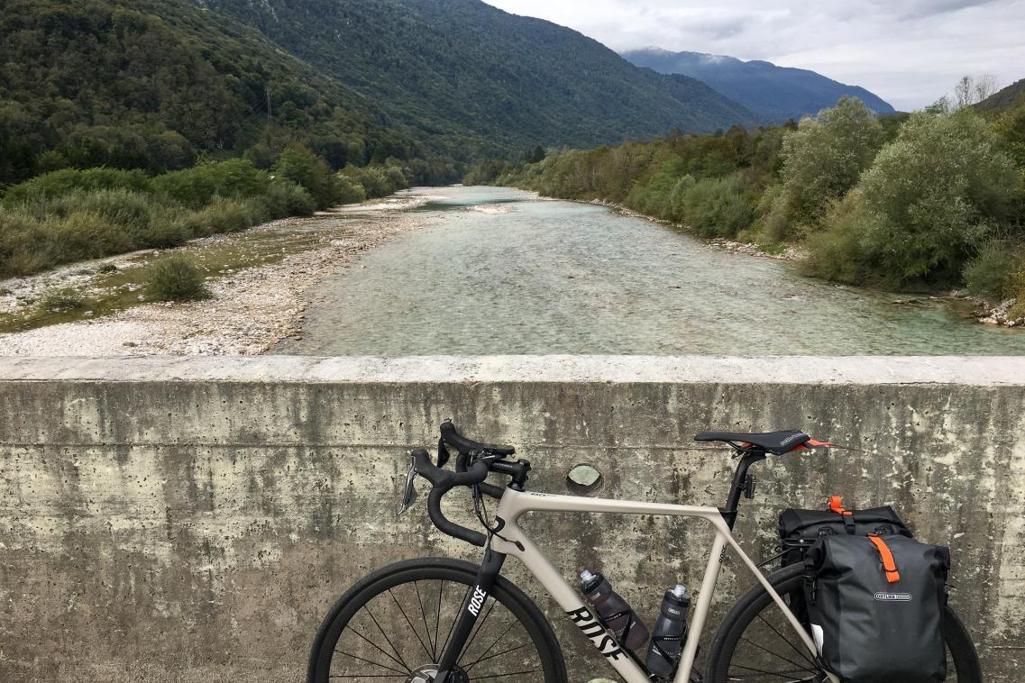... wo der Weg durch einsame Dörfer und Wege einige Kilometer abseits der Bundesstraße führt.