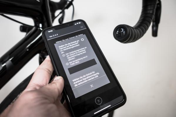 Wir öffnen am iPhone die E-Tube Project App und stellen sie auf Empfang von Bluetooth LE-Signalen ein.