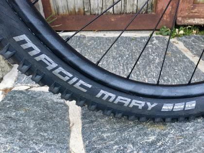 Ordentliche Reifen: Magic Mary und Hans Dampf