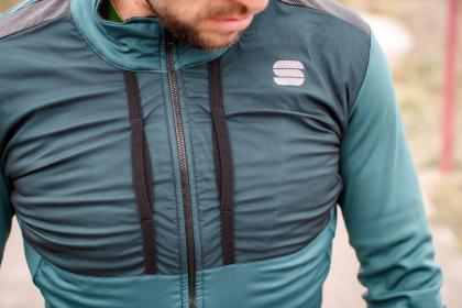 Der Brustbereich der Supergiara Jacket ist besonders warm und winddicht.