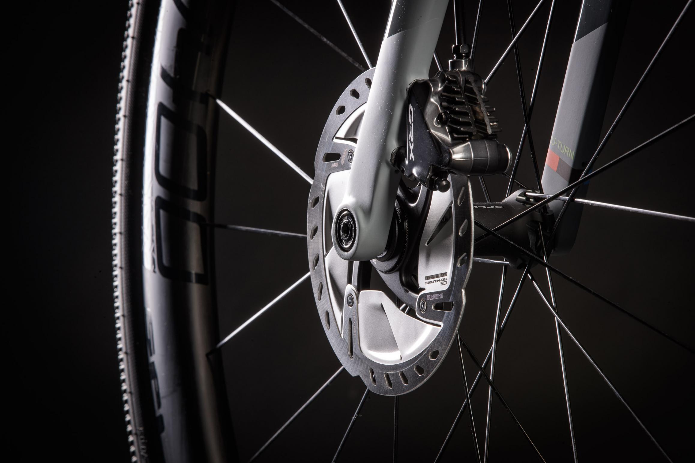 SMART-MOUNT 160: Die Flatmount-Bremssättel werden direkt an der Gabel bzw. am Rahmen befestigt und für 160-mm-Scheiben positioniert. Ohne jeglichen Adaptern oder Distanzscheiben.