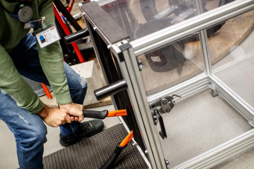 Einfacher Stahl wird mit mittelmäßig auffälligen Methoden geknackt.