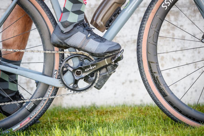 Einklicken #1 Das Pedal ist im Normalfall hinten leicht nach unten geneigt...