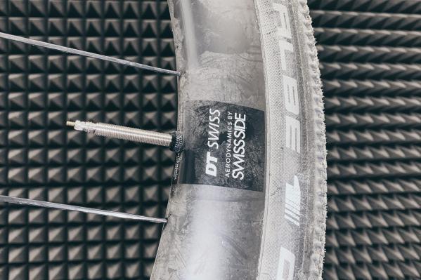 Bevor wir zur Montage der Aerothan Tubes schreiten, müssen mal die vorhandenen TLE Reifen runter...