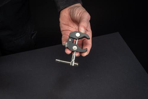 Diese SmallRig Rod Clamp eignet sich zur bombenfesten Montage von Kamera oder Selfie-Stick.