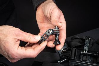"""Eher wackelig: das """"GoPro""""-Gelenk vom Helm-Bundle"""