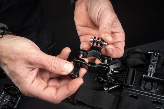 Herkömmliche GoPro-Klemmungen können den Kräften der Verlängerung oder eines Selfie-Sticks nicht standhalten und brechen.