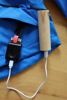 Powerbank samt USB-Kabel wird beides ...