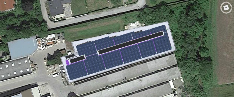 Die Photovoltaik-Anlage auf dem Dach der neuen Produktionsanlage
