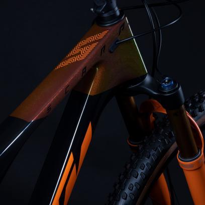 Bis auf wenige Details wie etwa den Vorbau sind die Bikes übrigens mit jenen deckungsgleich, die für unsereins auch in den Shops zum Kauf bereitstehen. Ready to race nimmt man in Mattighofen ernst, so scheint es.