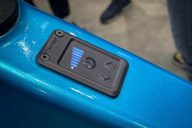 Ein kleines Display ist im Oberrohr integriert und zeigt Verbrauch und Unterstützungsmodus an.