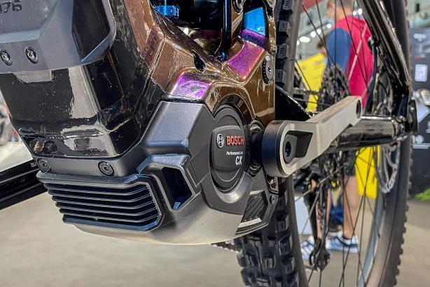 Auf der Unterseite des Motors sitzt eine Serviceklappe in der gut belüfteten Motorabdeckung, um Arbeiten am Motor zu erleichtern.