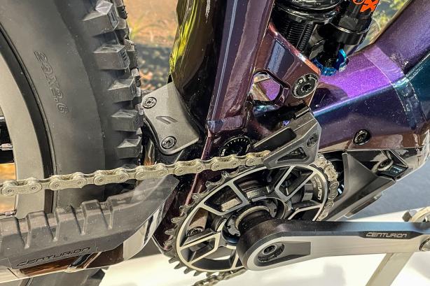 Highlights umfassen das neue Bosch System mit 750 Wh-Akku,