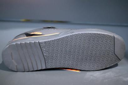 griffiger und rutschfester Zwei-Zonen-Laufsohle, herausnehmbarer Einlegesohle
