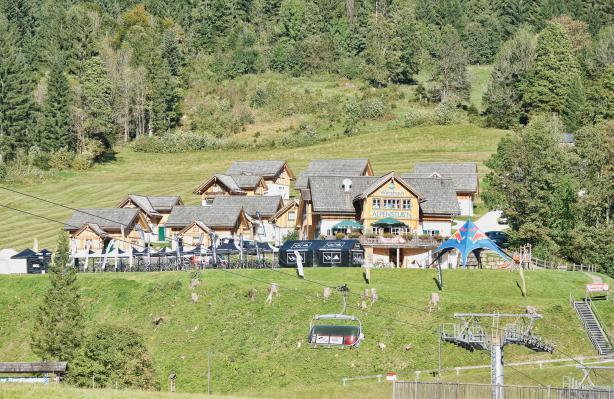 Mit den Bergbahnen wurden Mensch und Material in luftige Höhen gebracht.
