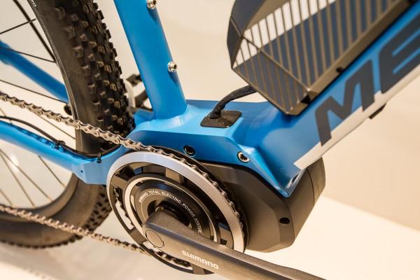 Der 250W-Steps-Motor ist clever integriert und gestattet, weil klein, viel Bodenfreiheit und kurze Kettenstreben.