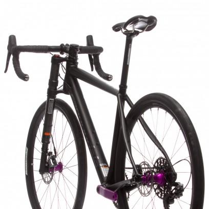 Farbe: Black Anodized mit Nearly Black und Anodized Purple