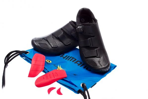 Im Lieferumfang: Custom-Fit Innensohlen mit austauschbaren Gewölbekeilen, sowie Schuhbeutel.