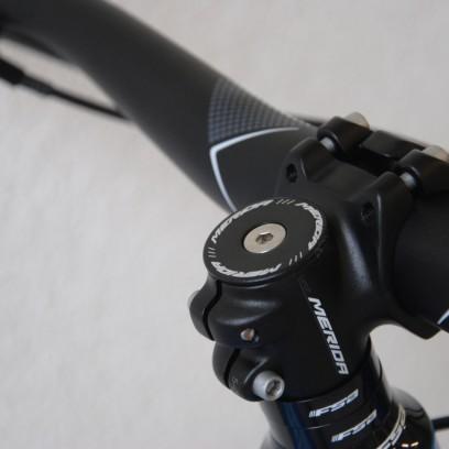 An allen Performance E-Bikes finden sich hauseigene 760 mm breite Lenker mit 35 mm kurzen Vorbauten.